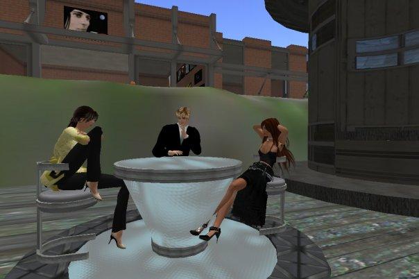 A Mei, a Lizie e o Deus, sentadinhos à conversa...